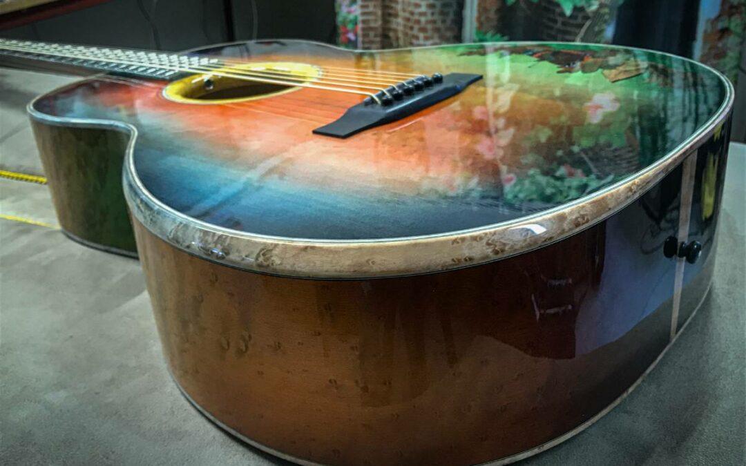 """Ein Kunstwerk entsteht – """"FALL"""" eine Bariton Gitarre"""